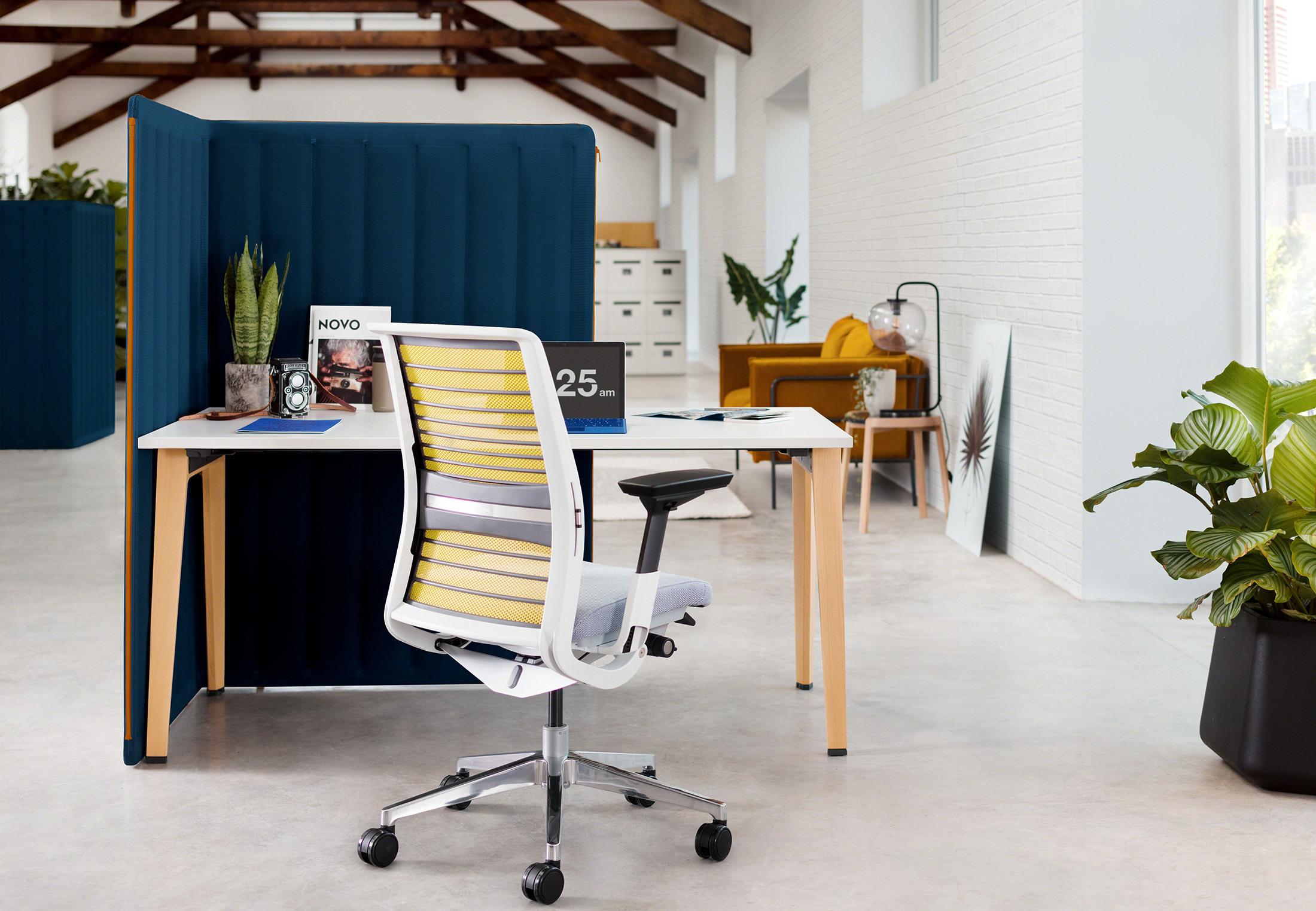 Novo Task Chair