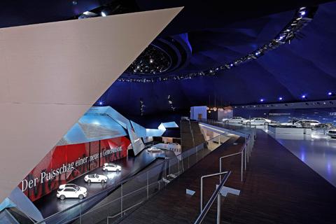 Messestand von mercedes benz auf der iaa 2011 stylepark for Mediendesign frankfurt