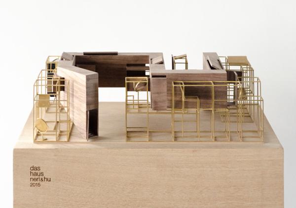 ... Hölzernen Pfad Erhält Der Besucher Ungewöhnliche Ausblicke Auf  Wohnsituationen Und Möbel, Die In Der Metallstruktur Arrangiert Werden.  Foto © Koelnmesse