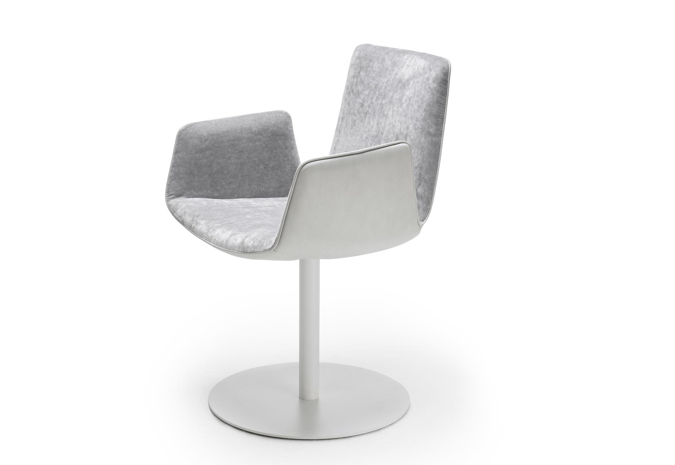 amelie armchair mit tellerfu von freifrau stylepark. Black Bedroom Furniture Sets. Home Design Ideas