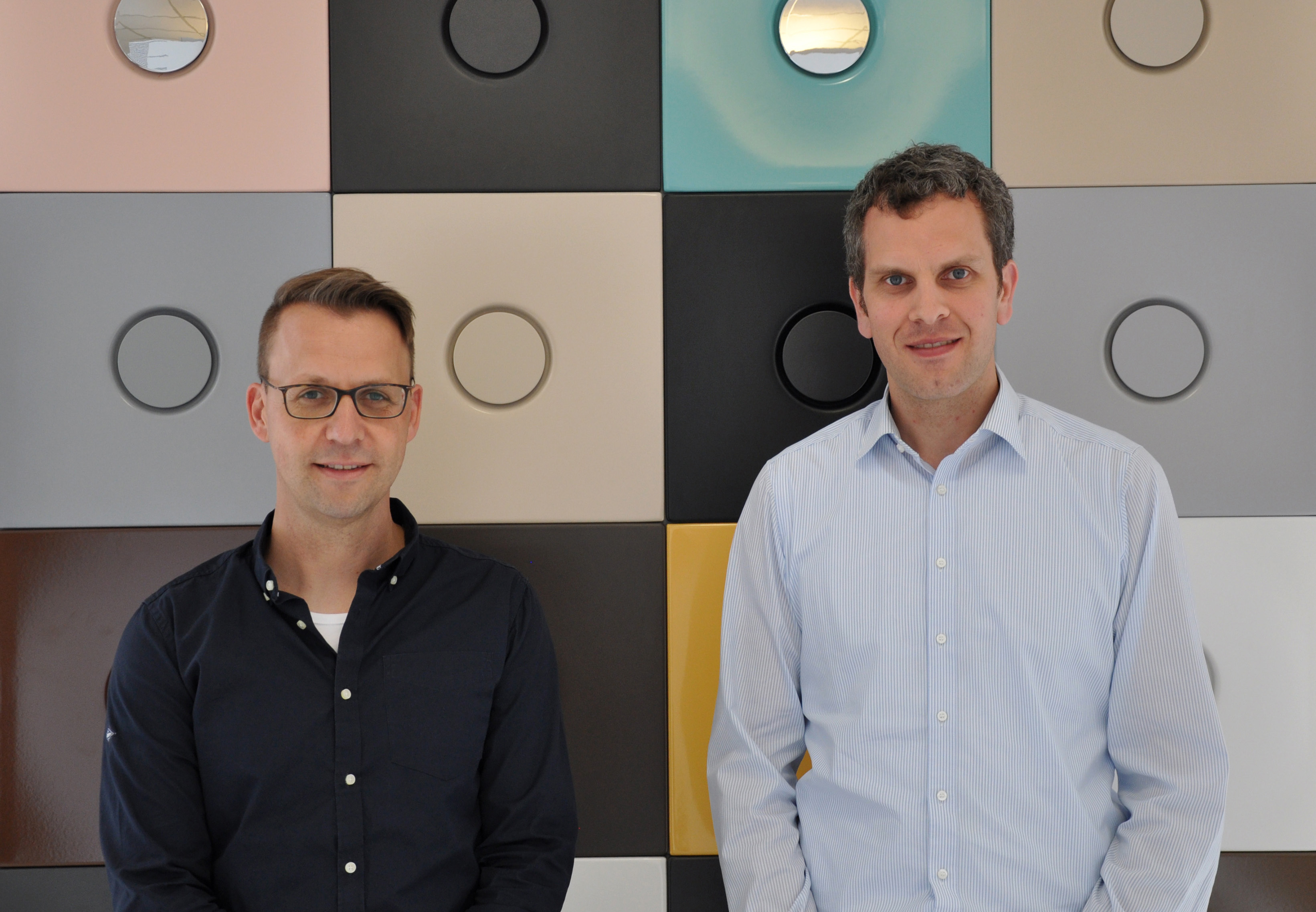 interview with thilo pahl and sven rensinghoff from bette stylepark the bathroom is colorful marketing manager sven rensinghoff and managing director thilo pahl from bette in front of the color samples