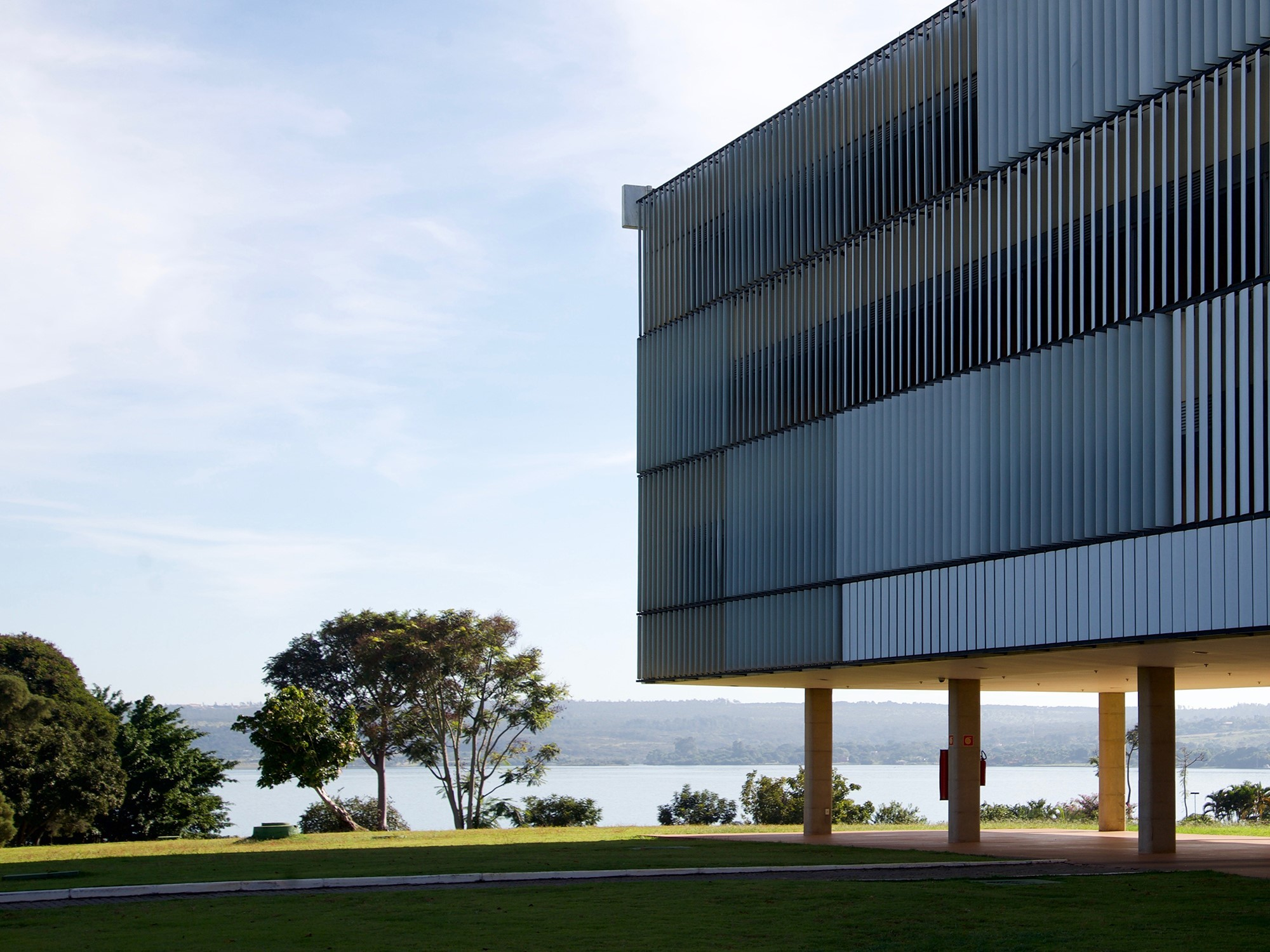 d7fd3bab166b48 Privileged location  The Brasília Palace Hotel by Oscar Niemeyer is located  directly on the Paranoá dam.