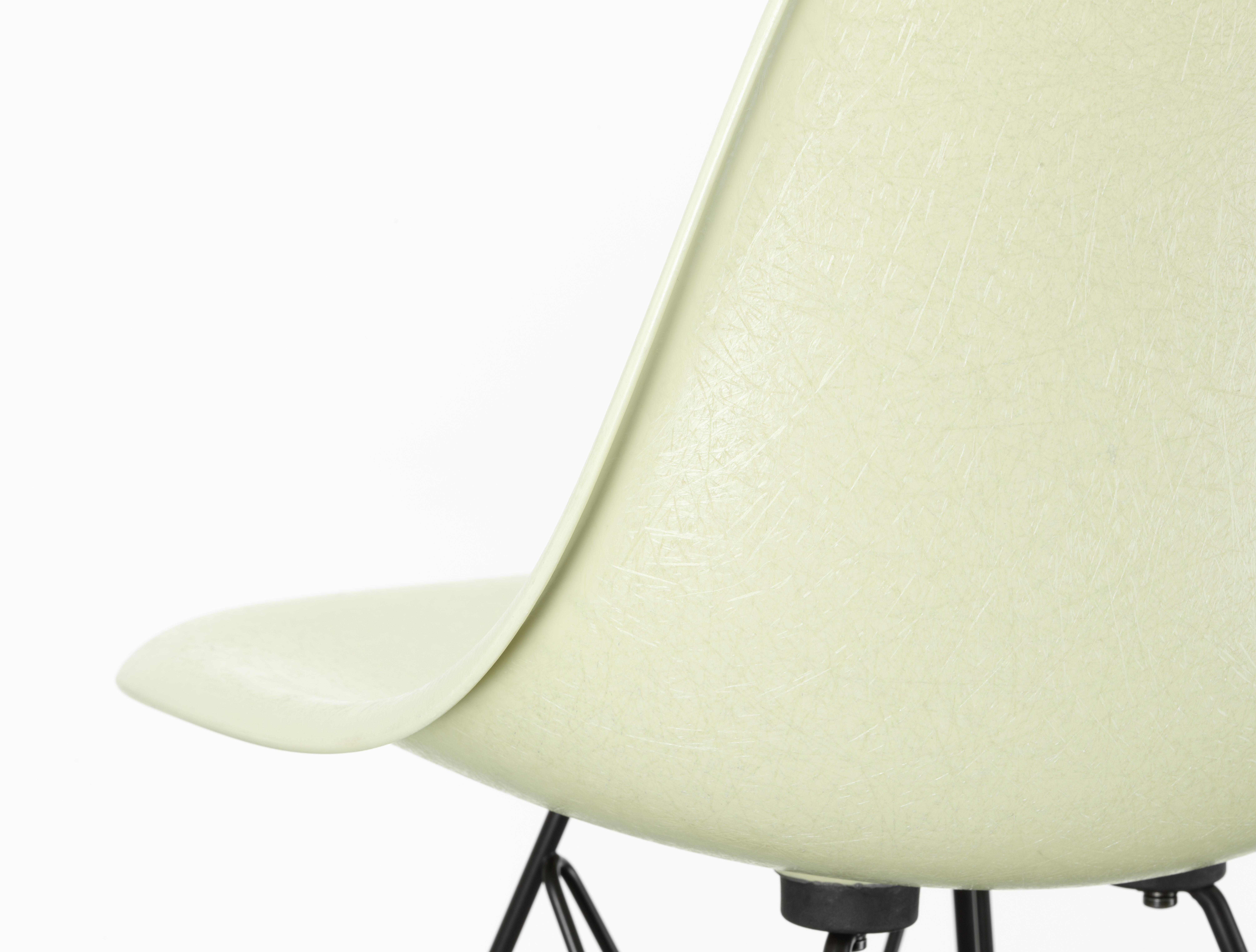 eames fiberglass chair by vitra stylepark