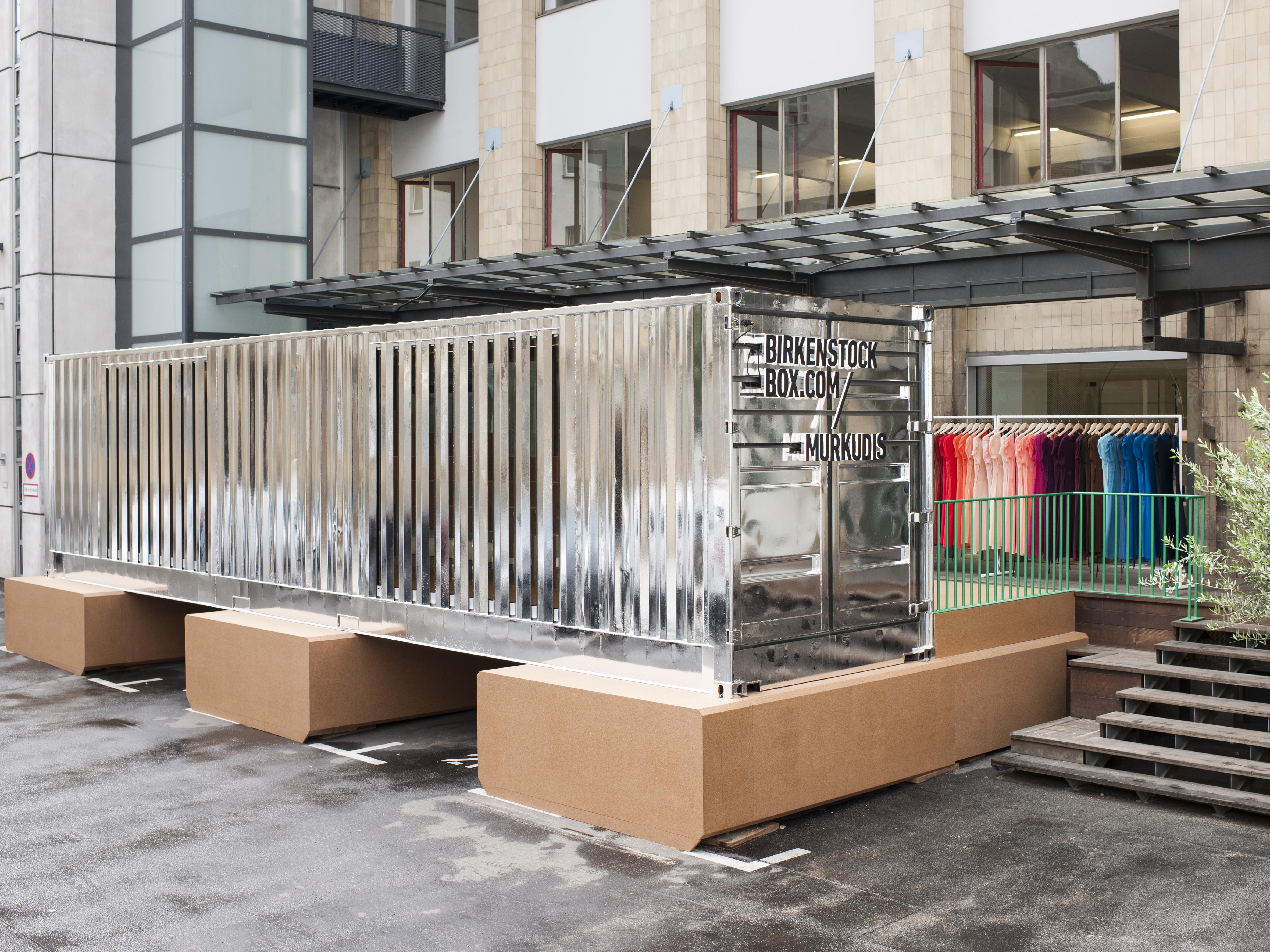 uberseecontainer als pop up store fur birkenstock im hof von andreas murkudis