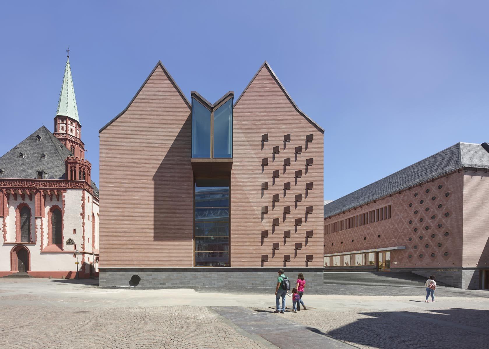 Frankfurt 39 s new historic museum by lederer ragnarsdottir for Design museum frankfurt