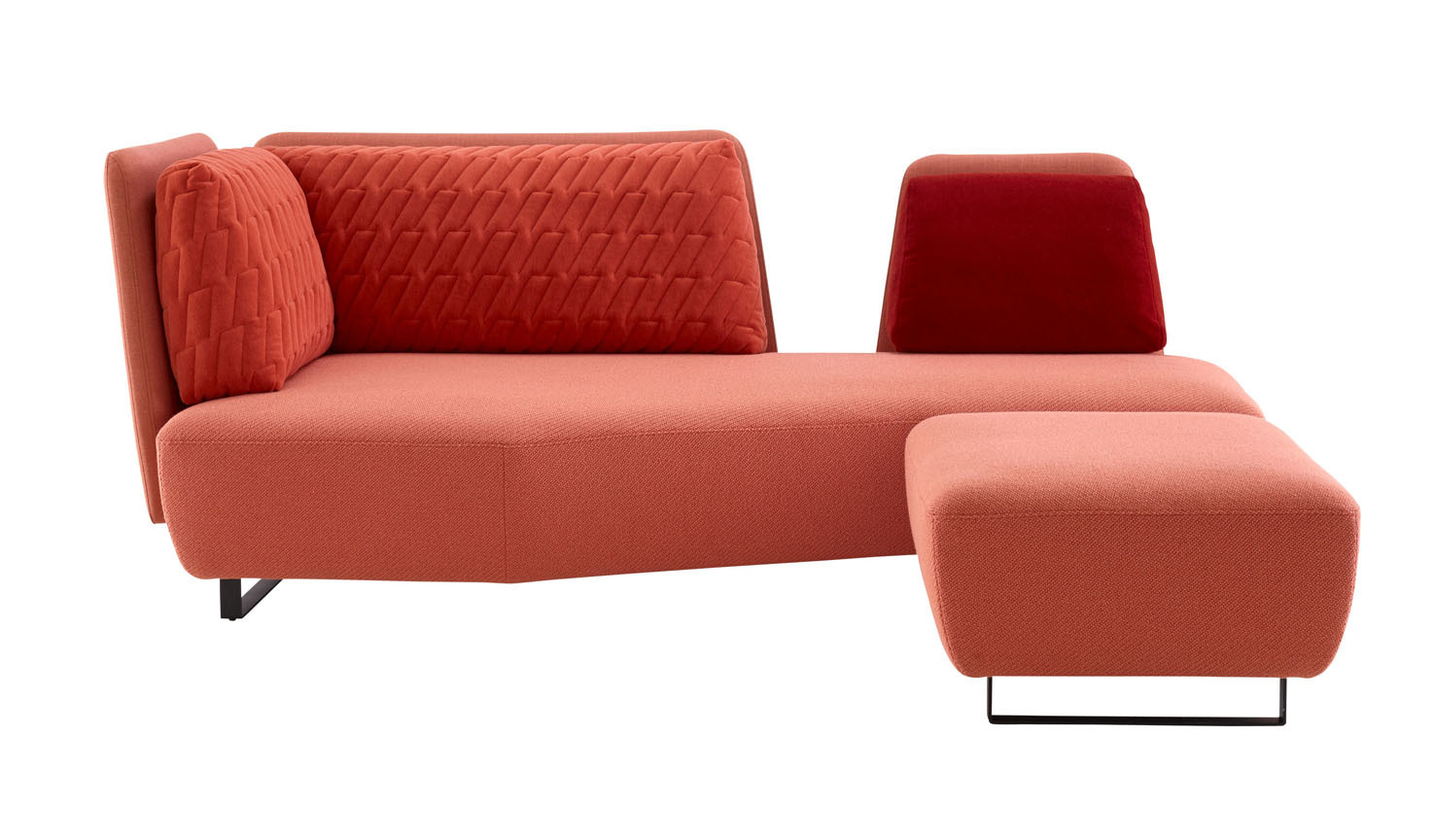 schlankes volumen das sofa l 39 impr vu von ligne roset stylepark. Black Bedroom Furniture Sets. Home Design Ideas
