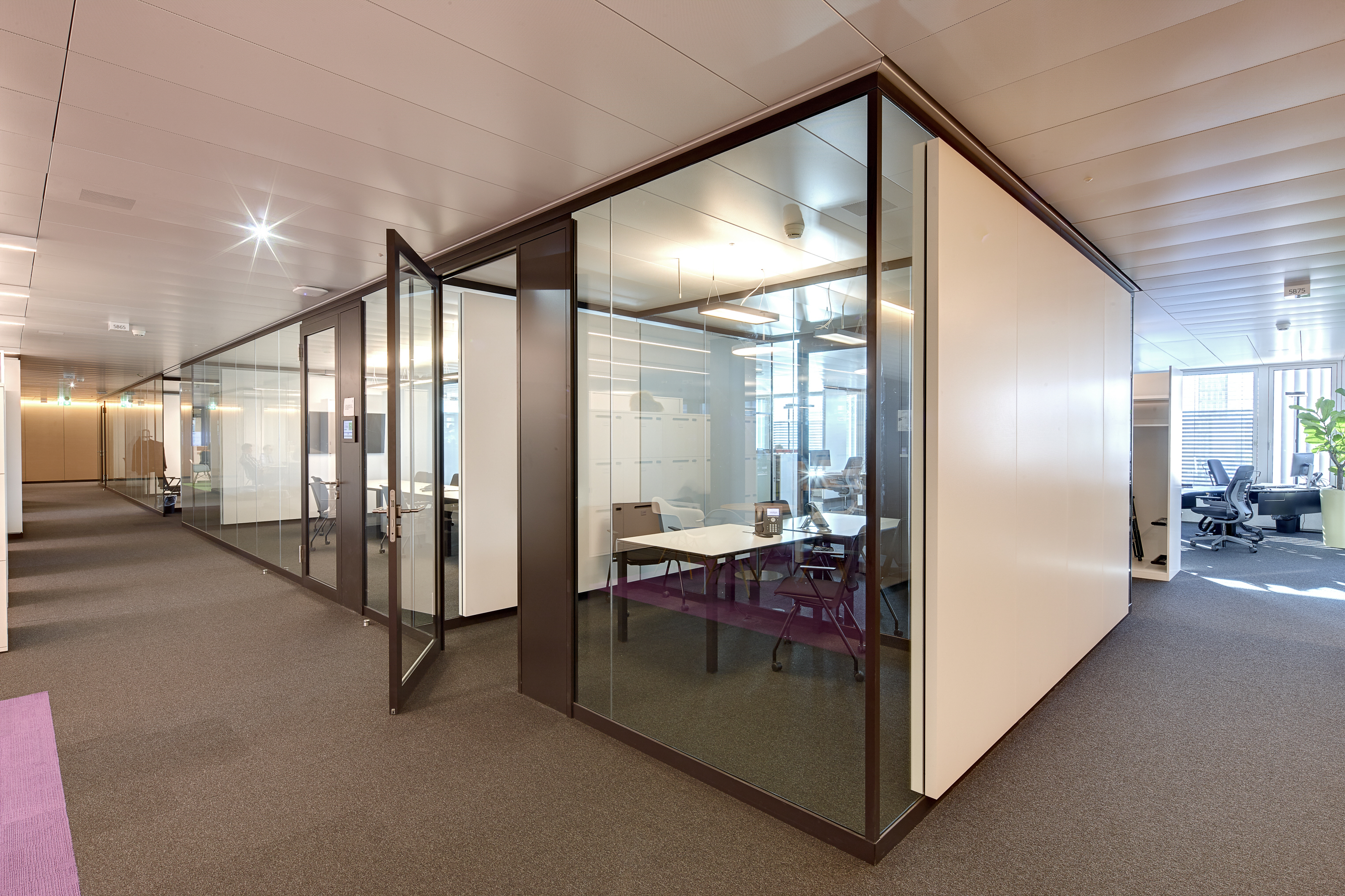 Tranquility in an open plan office stylepark Opening glass walls