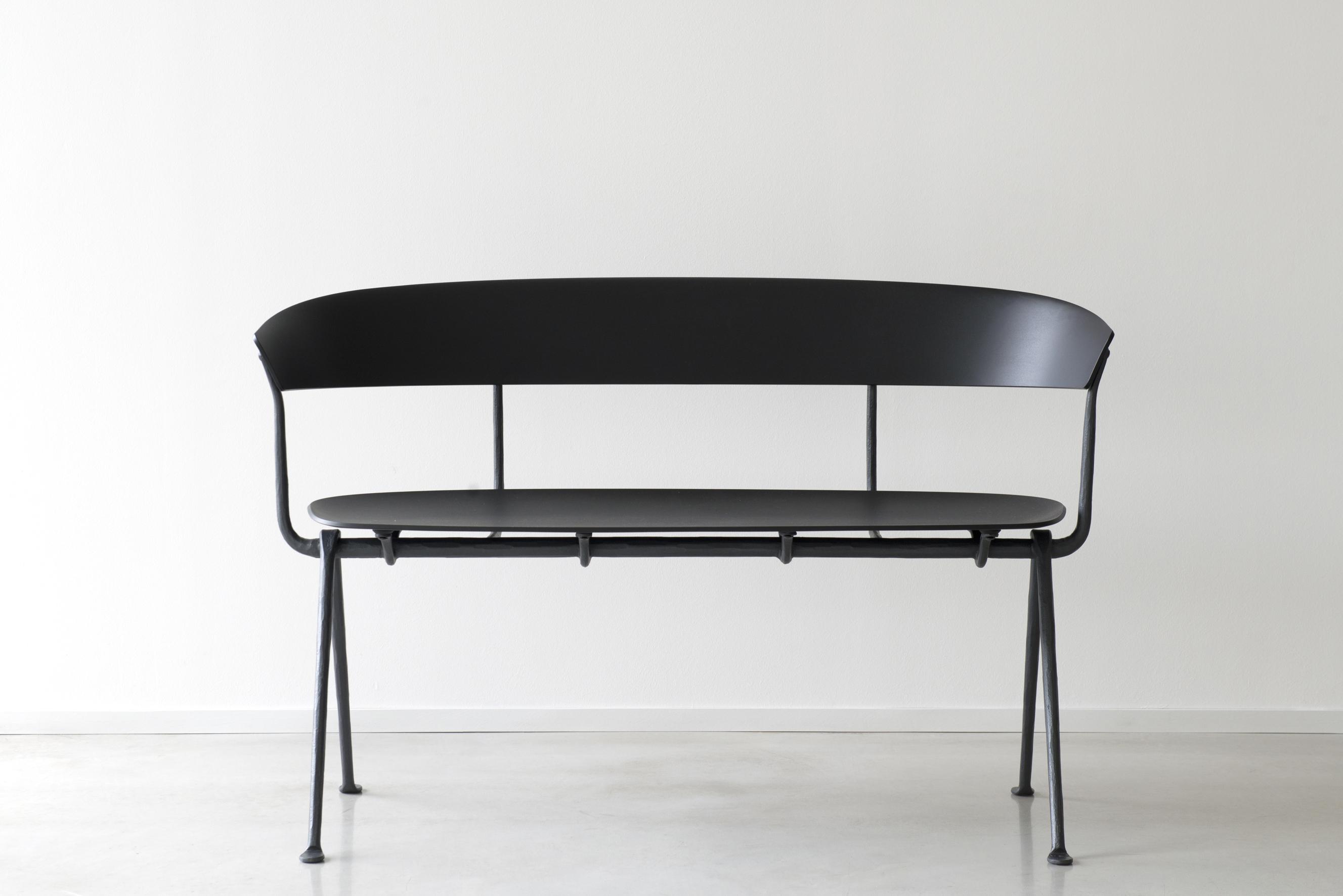magis pour grcic one de chaises noires paire product konstantin chair