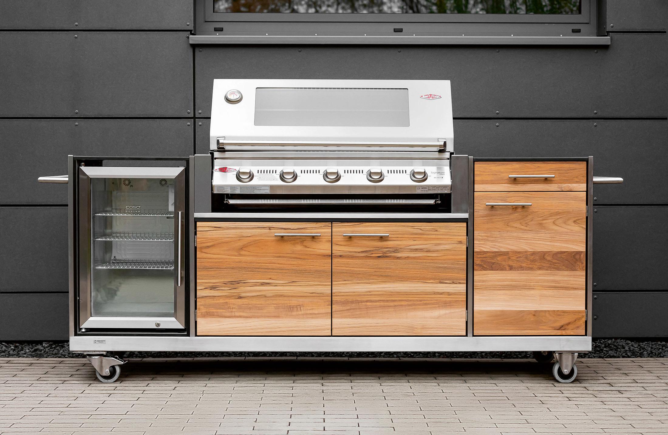 PRO outdoor kitchen by Niehoff Garden  STYLEPARK