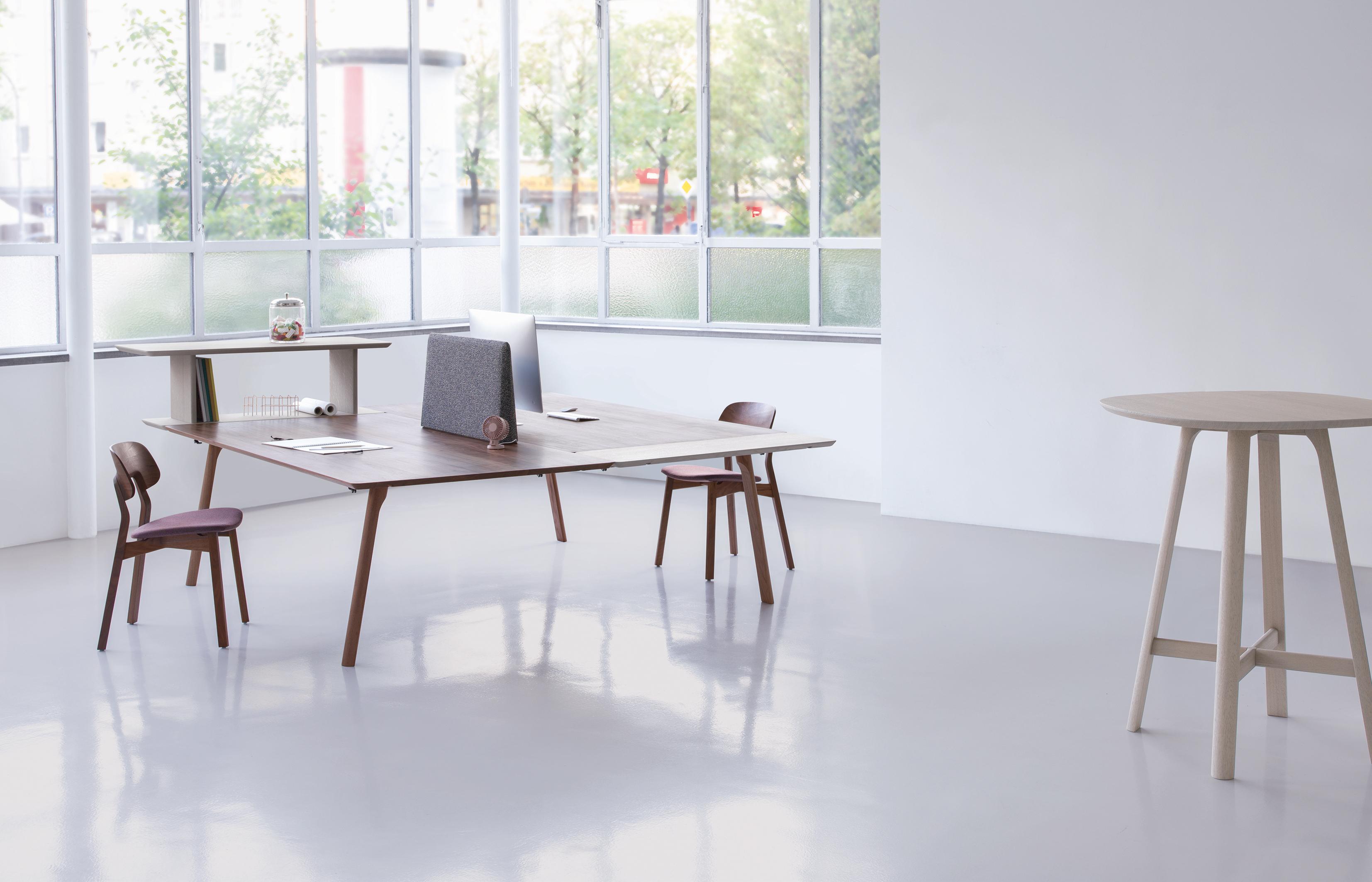 Das Etwas Andere Büro: U201eRailu201c Verbindet Das Angenehme Mit Dem Nützlichen  Und Macht Sich In Der Wohnung Genauso Gut Wie Im Atelier Oder Büro.