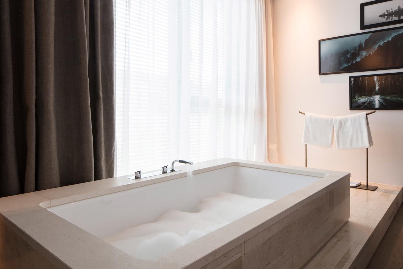 armaturen von vola im roomers hotel in baden baden stylepark. Black Bedroom Furniture Sets. Home Design Ideas