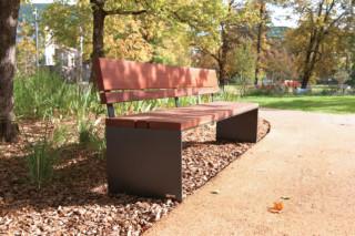 Pysa bench  by  CYRIA