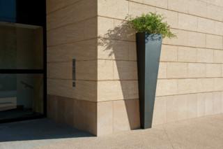 Sasha planter  by  CYRIA