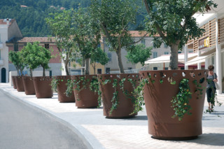 Green Palacio planter II  by  CYRIA