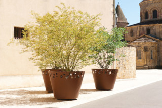 Green Palacio planter III  by  CYRIA