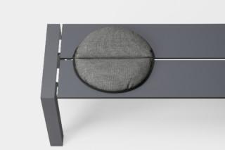 Kristalia设计的寿司条凳