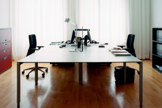 LO Motion functional table  by  Lista Office LO