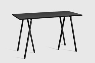 Loop Stand High Table  von  HAY