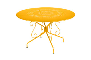 Montmartre table 117  by  Fermob