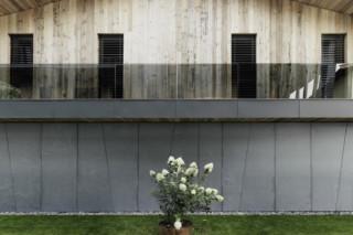 concrete skin, Residence Reithergasse, Kirchberg Tirol  by  Rieder