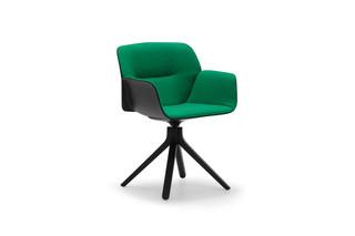 Nuez Chair Holz Drehfuß  von  Andreu World