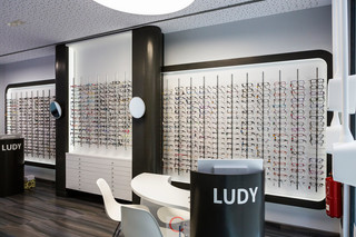 Multiopticas Ludy 6906. Dark Grey, 4102. Extreme light, 1100. Snow White  von  KRION