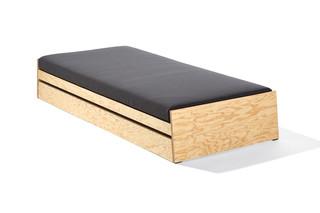 Lönneberga staple bed with alma  by  Richard Lampert