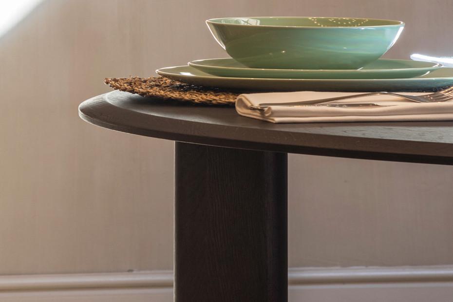 Kotai round dining table T455
