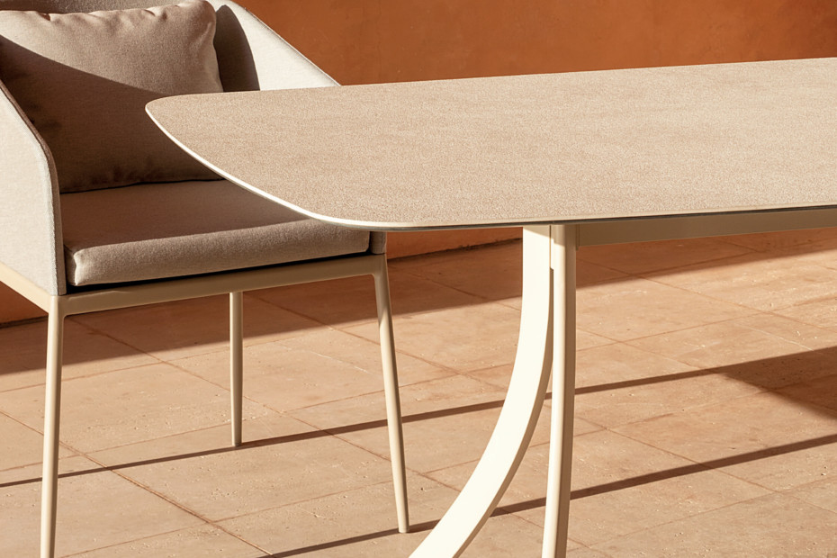 Falcata Outdoor rectangular dining table C923