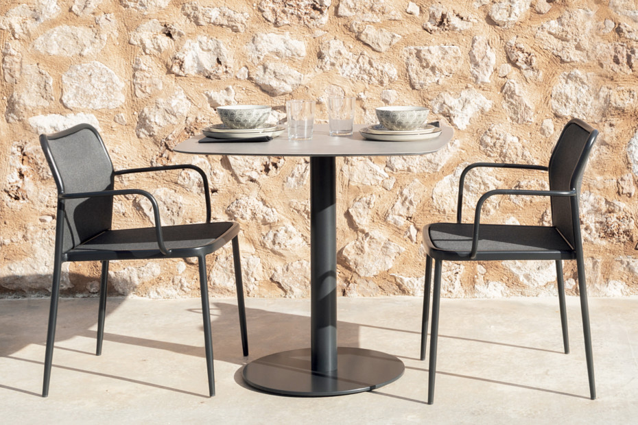 Flamingo Outdoor dining table stand with elliptical top C969 E