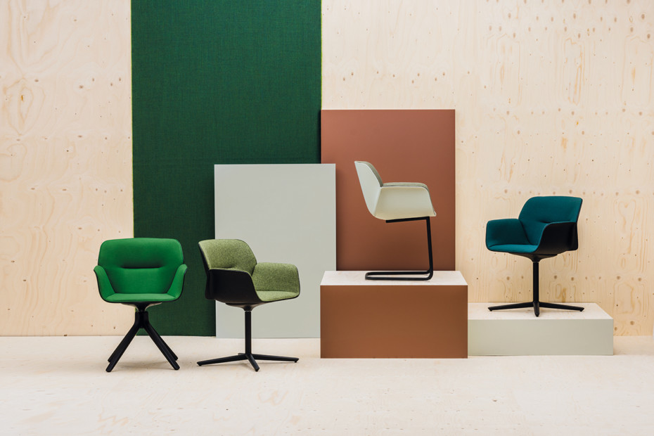 Nuez Chair wooden swivel base