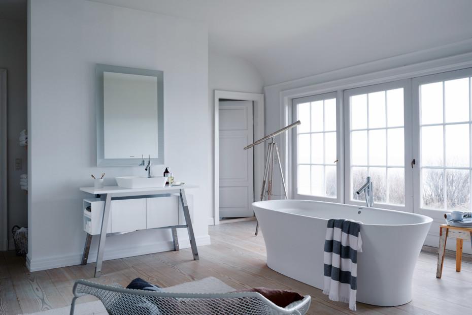 Cape Cod stand alone bath tub