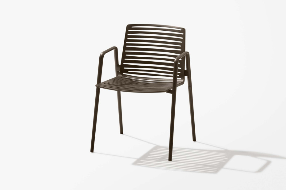 Zebra chair with armrests