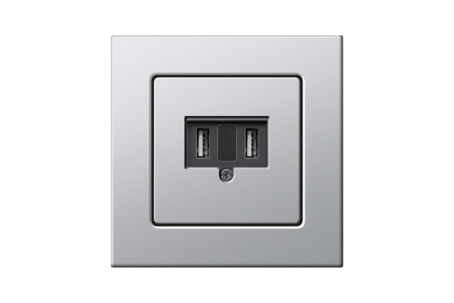 E22 USB outlet