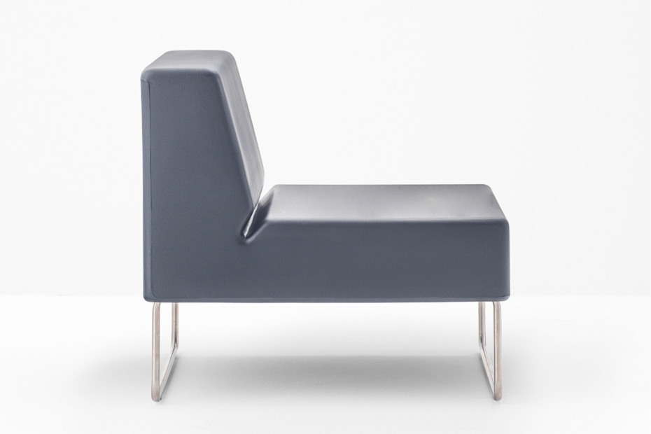 HOST lounge 790