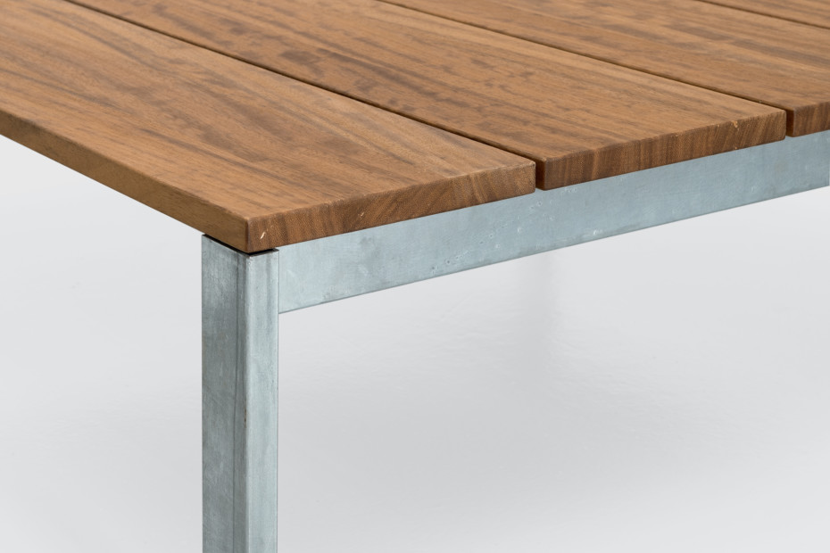 be-Easy slatted small table