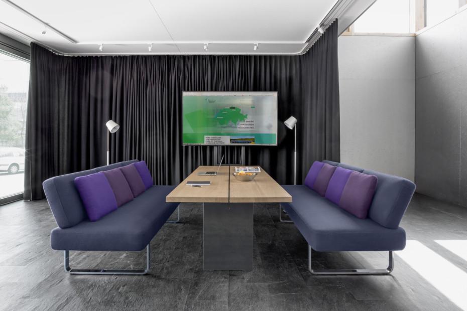 Joline Lounge