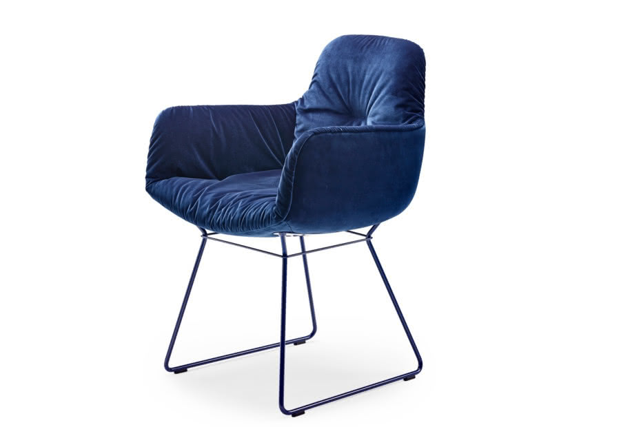 Leya armchair high with wire frame