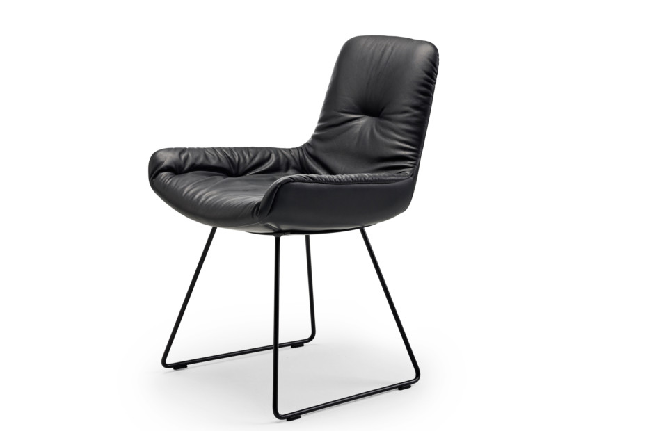 Leya armchair low with skid frame