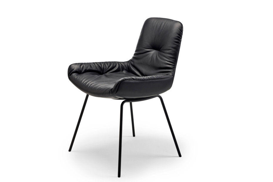 Leya armchair low with steel frame