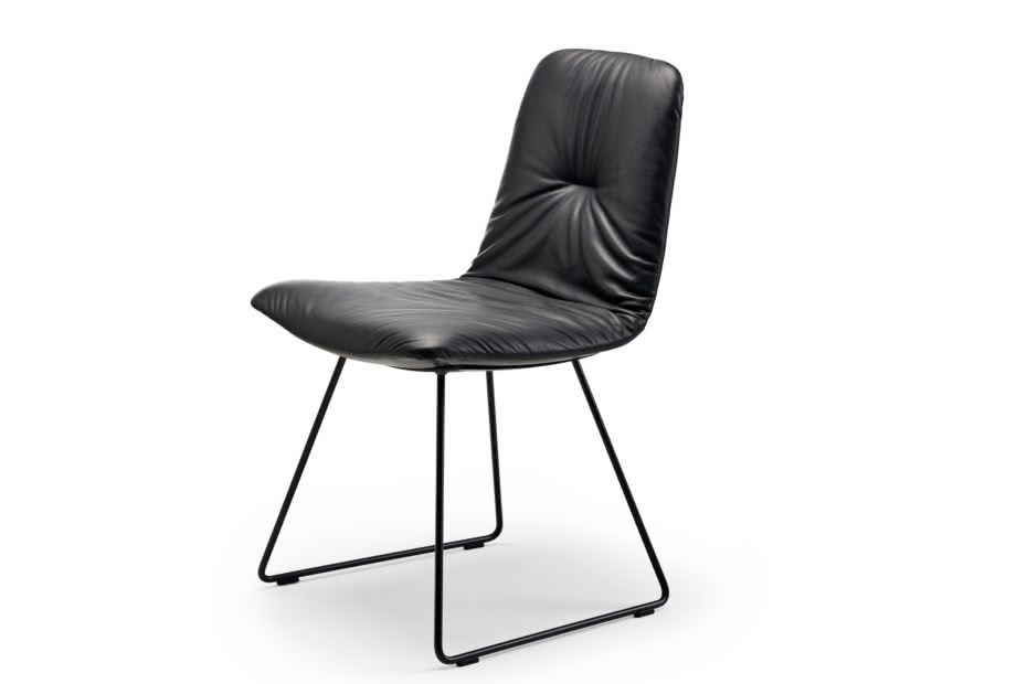 Leya chair with skid frame