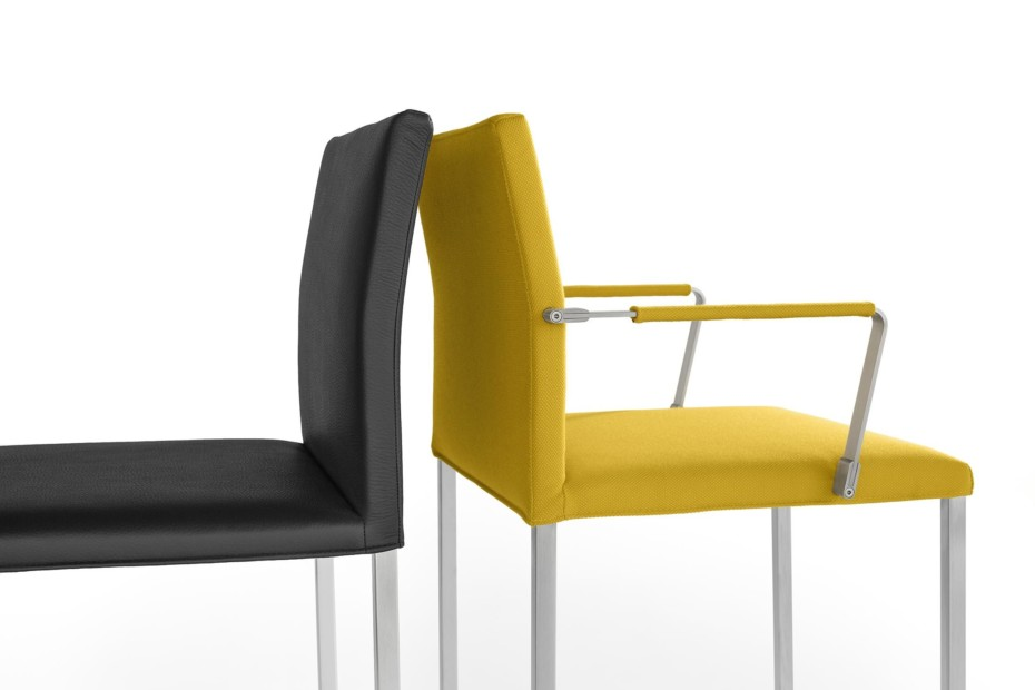 Misura chair with armrests