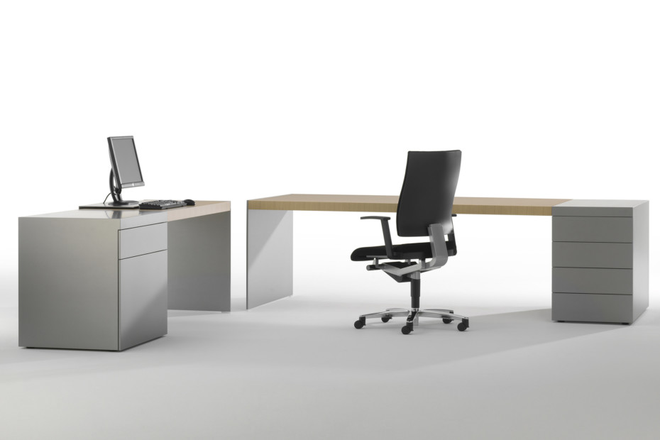 Size desk