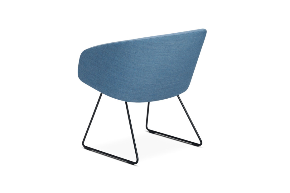 Sola lounge chair with armrests and sled base