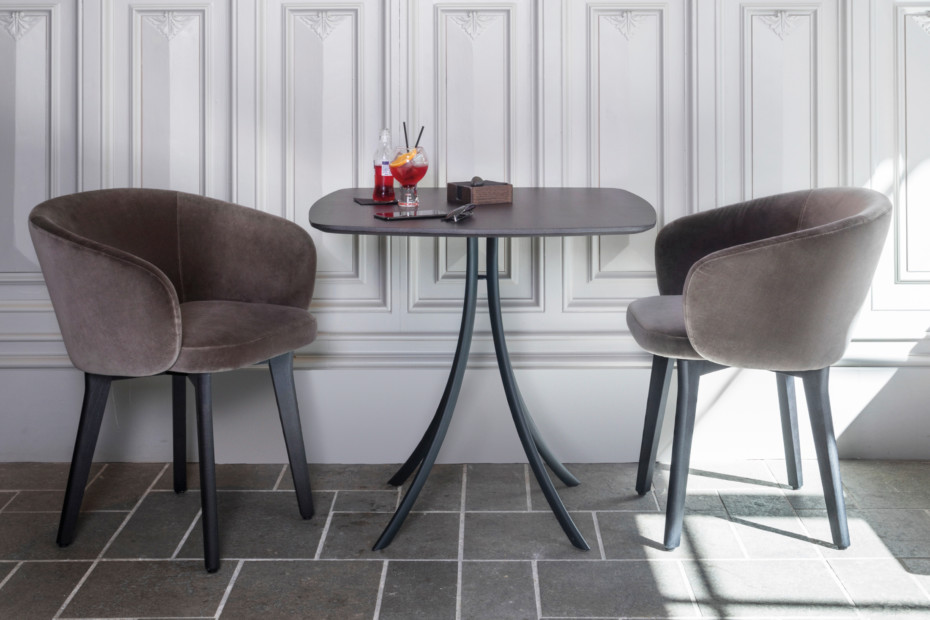 Bistro Indoor dining table stand with elliptical top T904 E