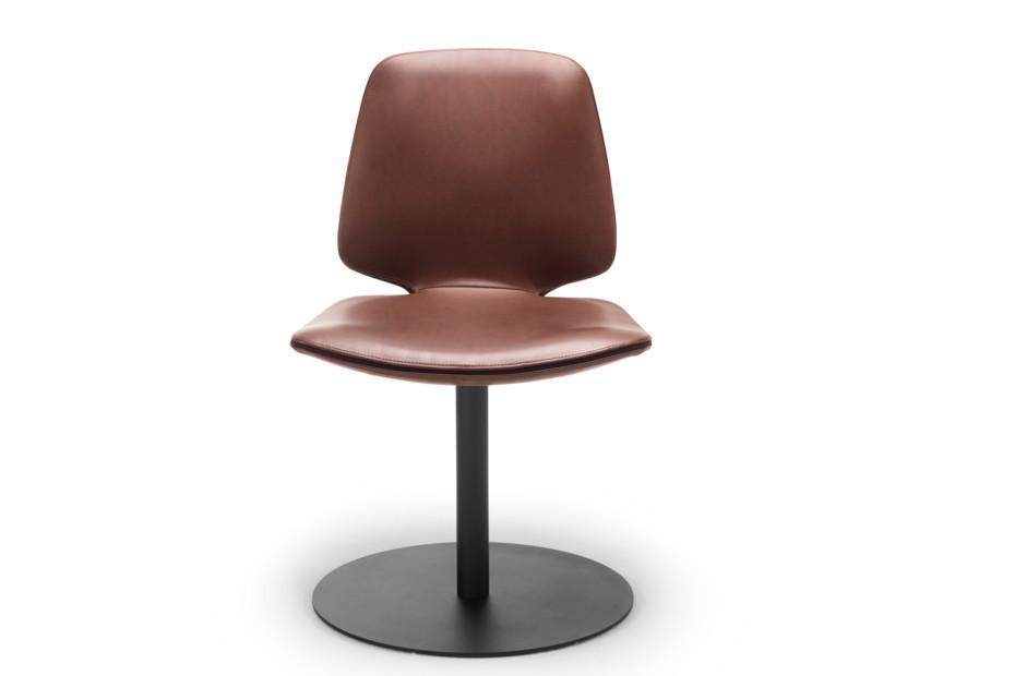 Tilda chair with central leg