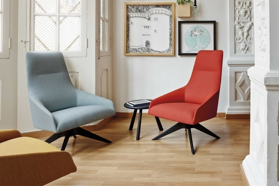 Alya lounge chair with  four-star swivel base
