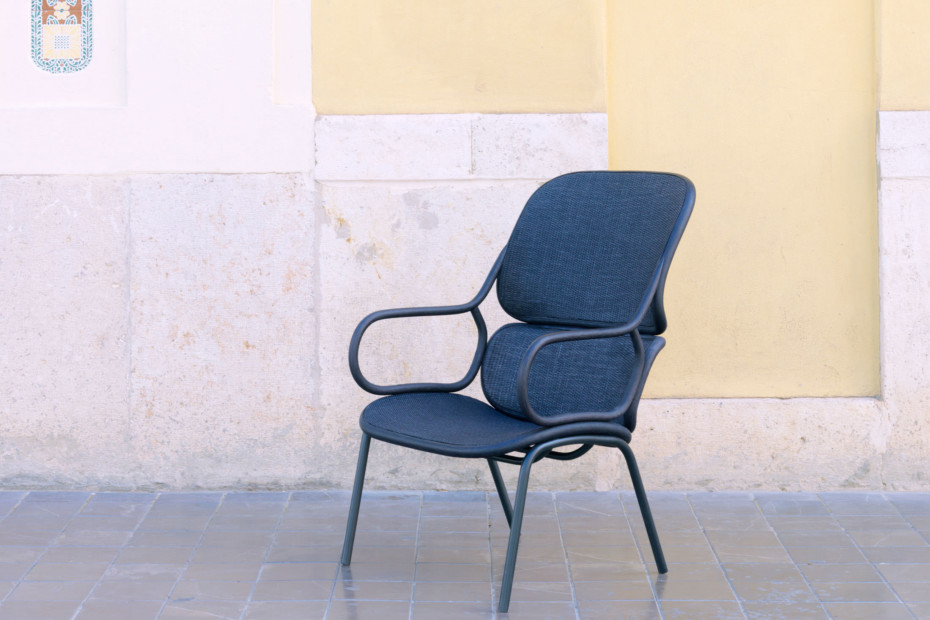 Frames armchair with metal legs T050 M