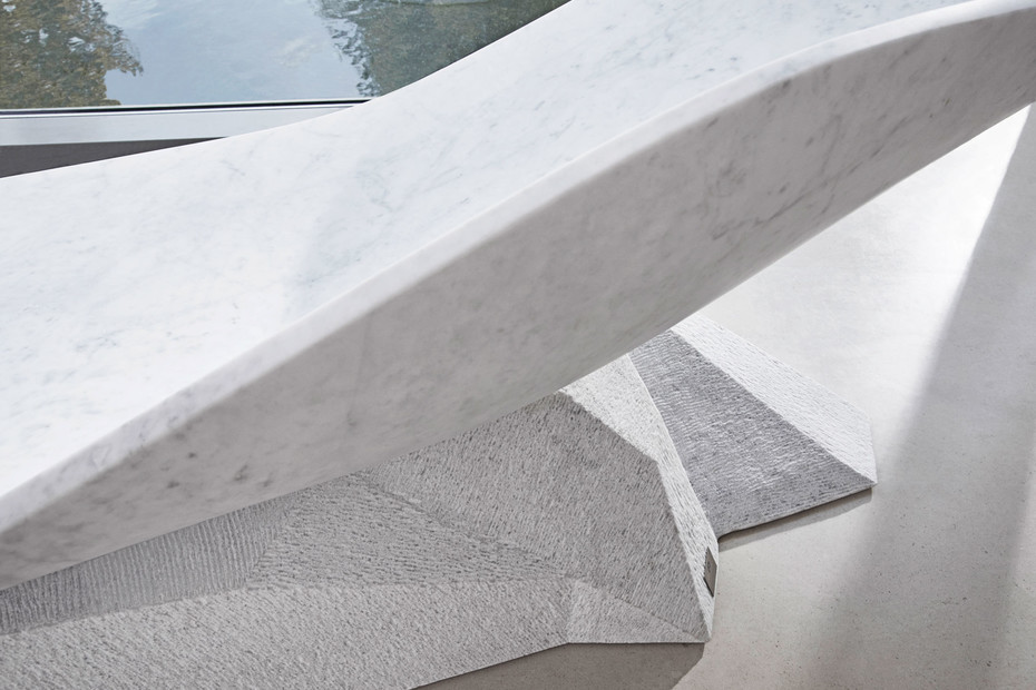 8040 Marble Wing