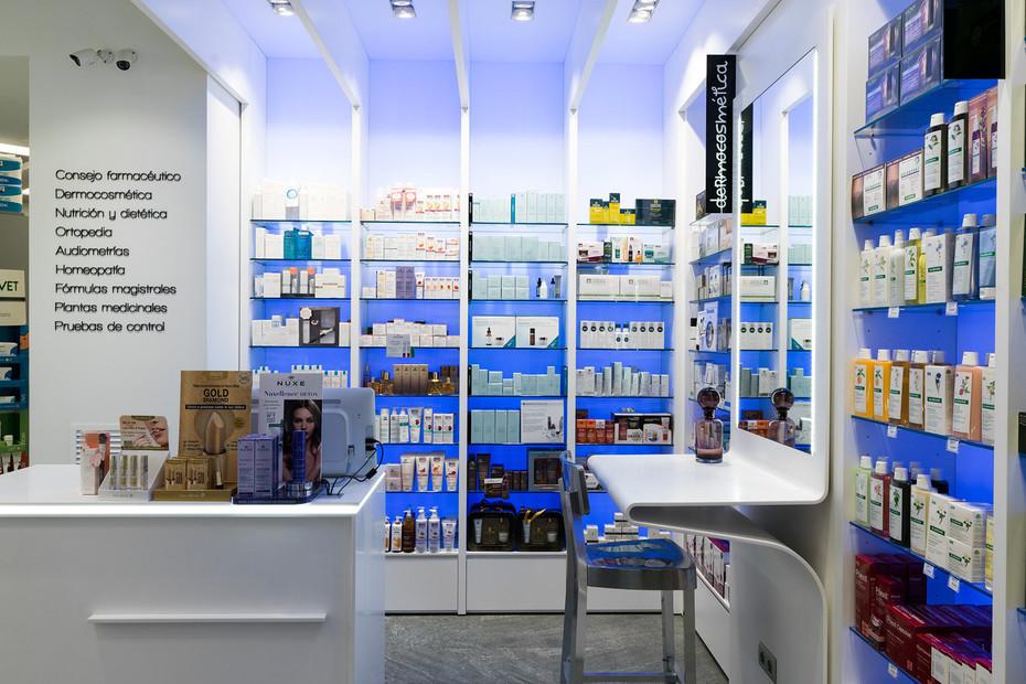 Pharmacy Gran Via 4102. Extreme Light, 1100 Snow White, 1508 Dark Brown